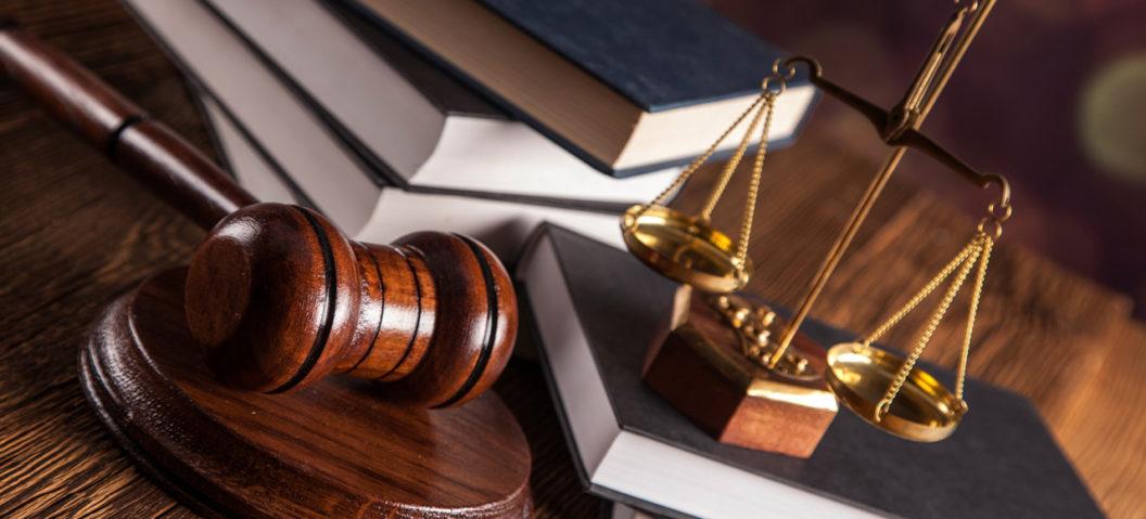 Martello e Bilancia, Tribunale, Avvocati